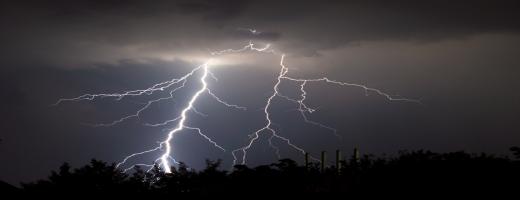 Blesky v bouřce mohou ohrozit zapnuté PC