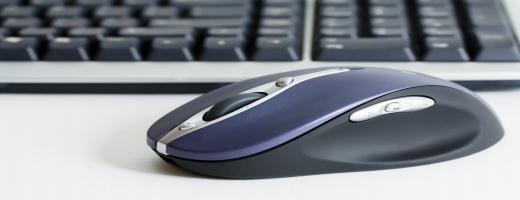 PC myš a klávesnice.