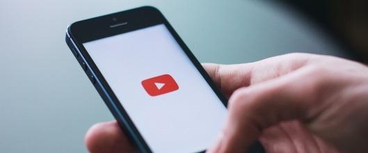 Aplikace YouTube v telefonu